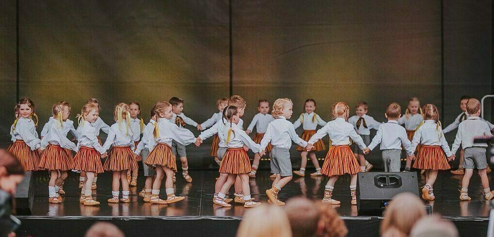 """Bērnu deju kolektīvs """"Sienāzītis"""" – pirmsskolas vecuma grupas"""