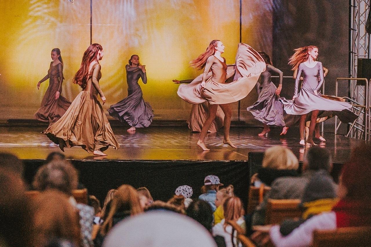 """2019.gada Salaspils amatiermākslas kolektīvu festivāls """"Salaspils dzied, dejo, spēlē""""! Pirmā diena – mūsdienu deju grupas """"Buras"""" koncerts!"""